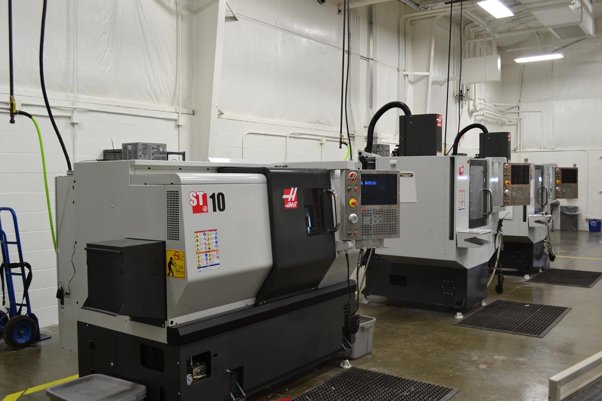 CNC mills and lathes in the Cresco Center CNC lab.